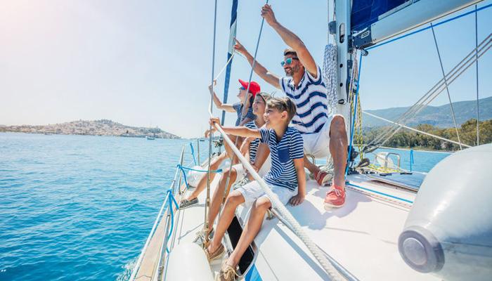 famille en bateau